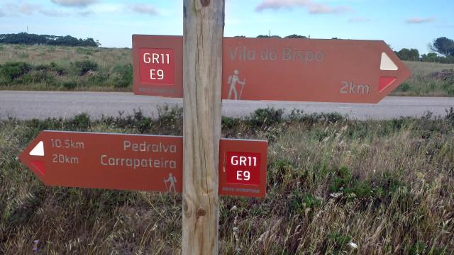 gr11 e9 sign post